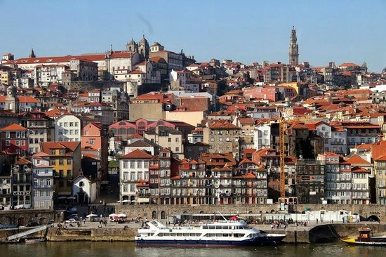Guest House Douro: Right in front of the river