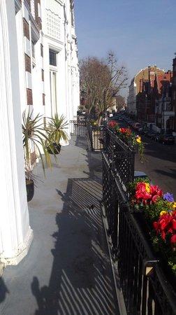 Avni Kensington Hotel: balcone hotel