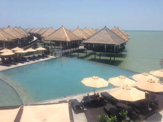AVANI Sepang Goldcoast Resort: Infinity Pool
