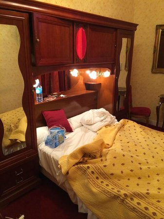 Hotel d'Argenson : Bed