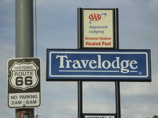 Travelodge Williams Grand Canyon : Placa indicativa do hotel e da famosa Rota 66