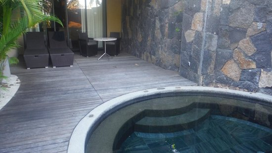 Beachcomber Trou aux Biches Resort & Spa: sliding doors to room with private pool
