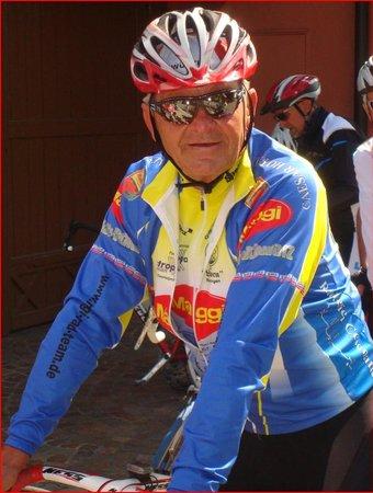 Maggiteam Radtreff vor dem Hotel Caesar zur nach Predappio.