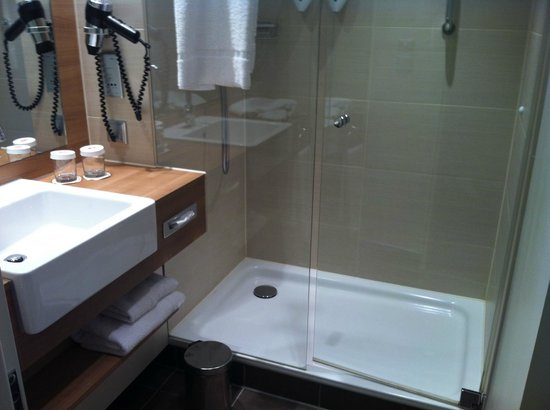 Holiday Inn Express Dresden City Centre: Bathroom