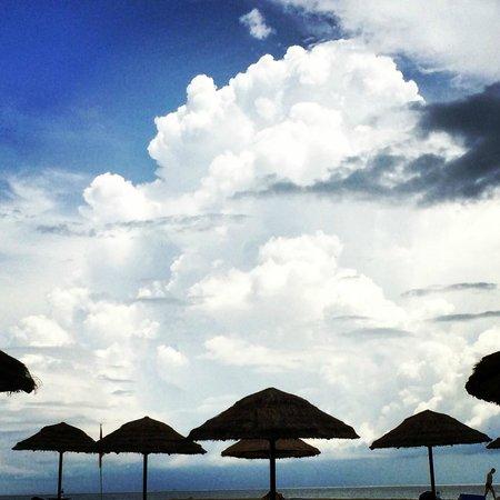 Le Meridien Phuket Beach Resort: Pristine Beach