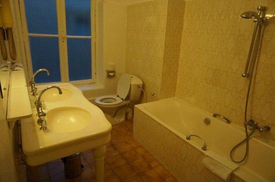 Normandy Hotel: バスルームとトイレ