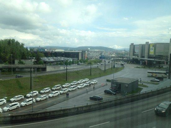 Radisson Blu Hotel, Zurich Airport: View from room