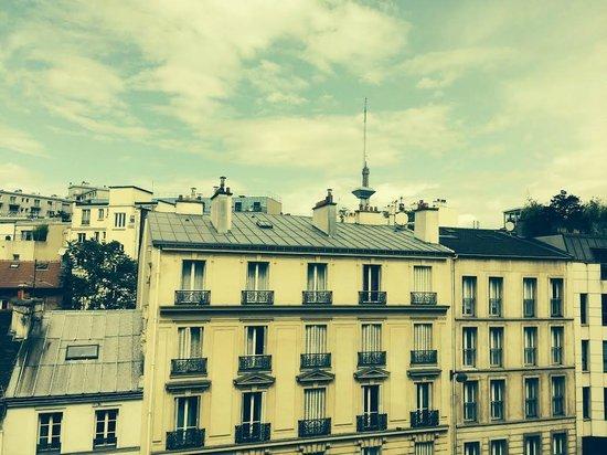 ibis Paris Tour Eiffel Cambronne 15ème : Una vista di Parigi dalla nostra stanza (lì dietro c'è la Tour Eiffel)
