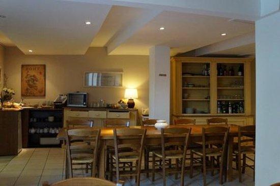 Hotel Les Cigales : зона завтрака