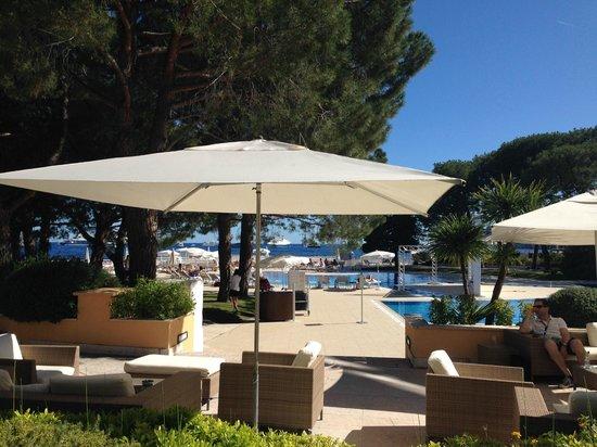Le Meridien Beach Plaza : pool, terrace, beach, lounge