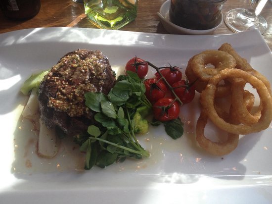 Seasons Restaurant: Steak