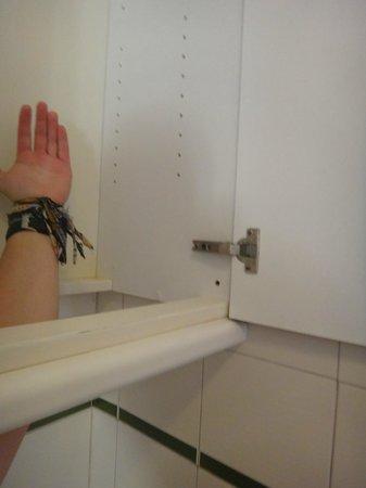 Sol Jandia Mar Apartments: unusable cupbard