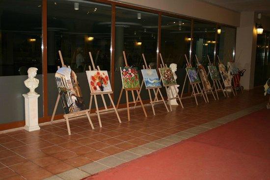SENTIDO Turan Prince: Картинная галерея в отеле (андеграундное пространство)