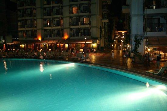 SENTIDO Turan Prince: отель ночью
