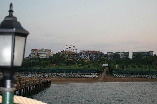 SENTIDO Turan Prince: Вид на отель со стороны пирса