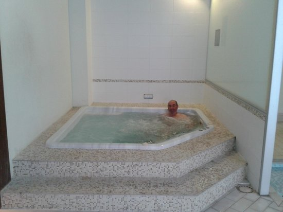Best Western Plus Hostellerie Du Vallon : jacuzzi