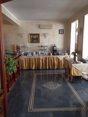 Hotel Rimini: Breakfast dining area on 5th floor.