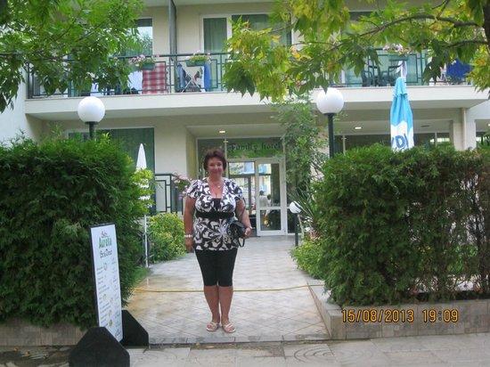 Hotel Aurelia: территория отеля огорожена-очень удобно!