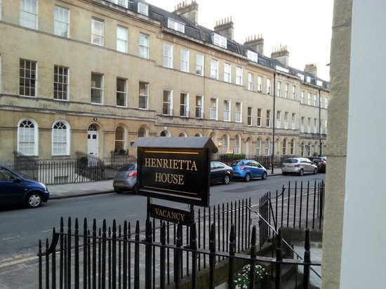 Henrietta House: Insegna hotel