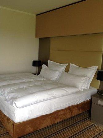 Swissotel Düsseldorf/Neuss: double bed