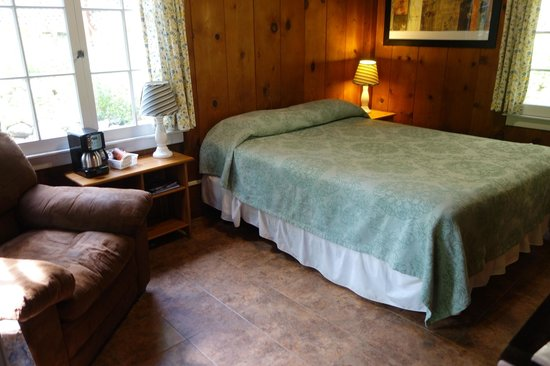 Ripplewood Resort: rustic cabin, clean and has everything you need