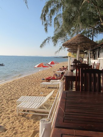 Paris Beach Phu Quoc: Perfect beach and table area