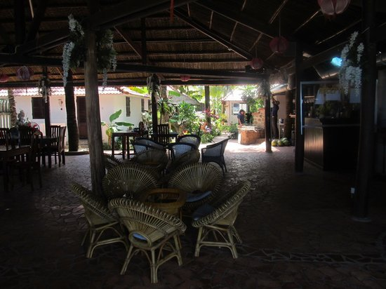 Paris Beach Phu Quoc: Shaded seating area