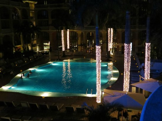 Sofitel Legend Santa Clara: pool at night