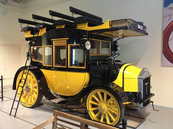 Louwman Museum The Hague: first Bus, drove around london