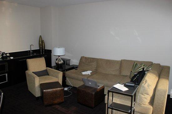 Hyatt Regency New Orleans: Livingroom of the suite of the room
