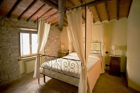 Castellare De' Noveschi: una camera