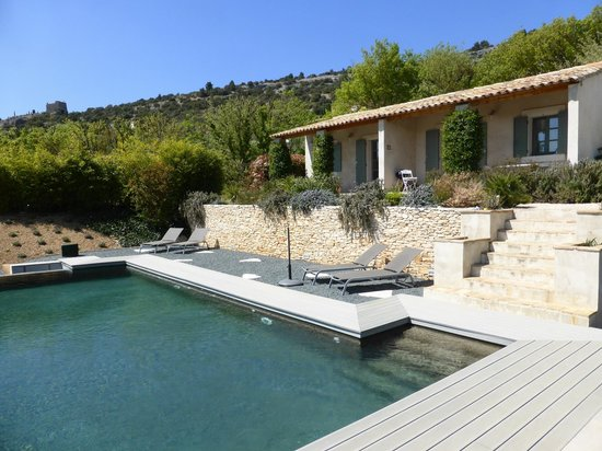 Les Oliviers & Les Cerisiers : Les Oliviers & Cerisiers overlook the swimming pool