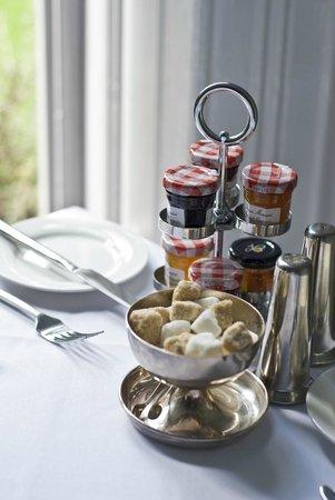 Glendon Guest House: Choices, choices...