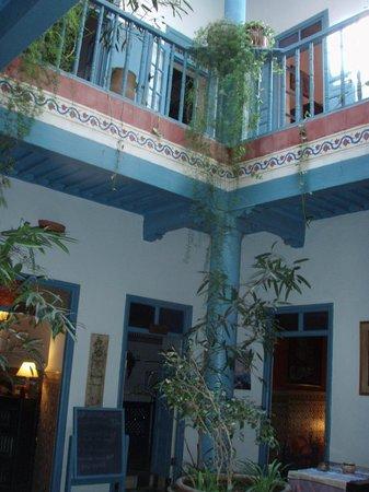Hotel Les Matins Bleus: lobby