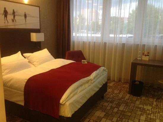 Dorint Airport Hotel Zürich: double bedroom