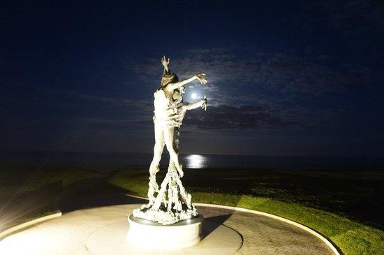 Slieve Donard Resort and Spa: Seaview at night
