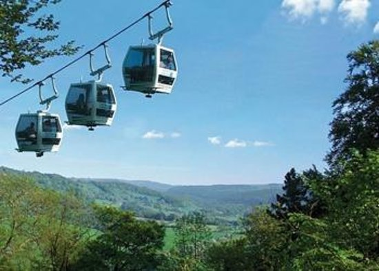 Glendon Guest House: Enjoy a ride in a cable car...
