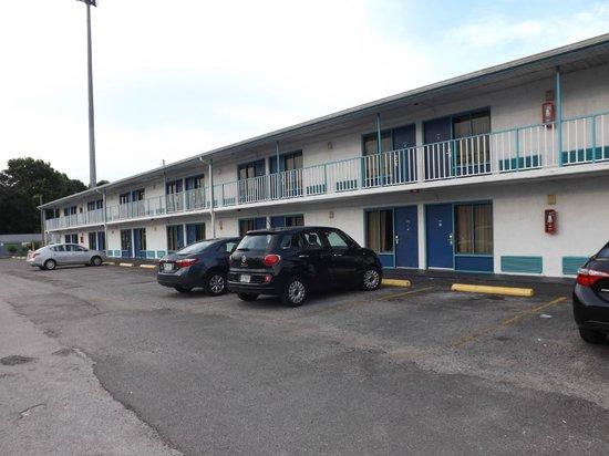 Rodeway Inn Maingate: front view