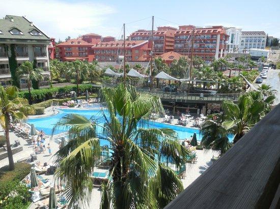 Can Garden Resort: Vue piscine et bar