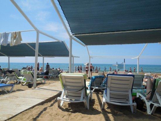 Can Garden Resort: plage privée et transats