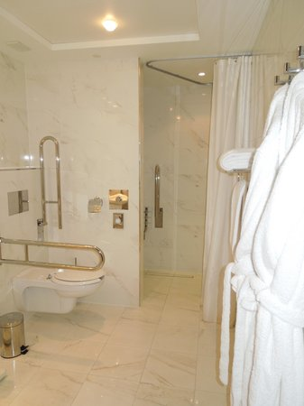 InterContinental Prague: Bathroom