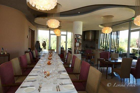 Entre Cielos: dining area