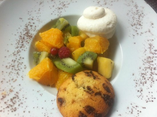 Salade de fruits frais avec cookies maison et chantilly maison picture of la cote et l 39 arete - Salade de fruits maison ...