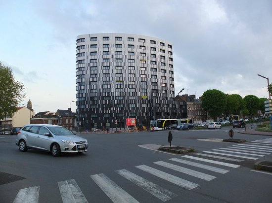 Appart'City Amiens Gare: View from across the road.