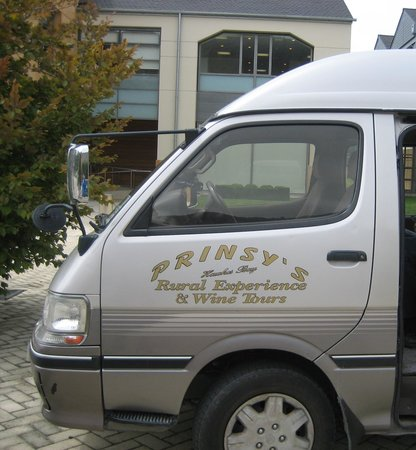 Prinsy's Tours Hawkes Bay: Comfortable van for the day