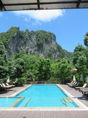 Aonang Phu Petra Resort, Krabi: Very welcoming scenery.