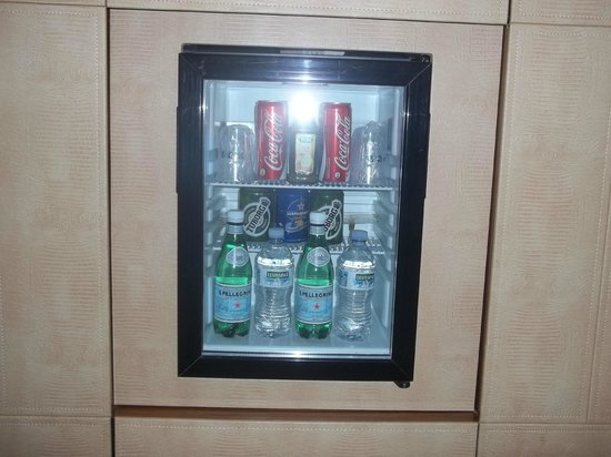 UNA Hotel Roma: mini bar frigo
