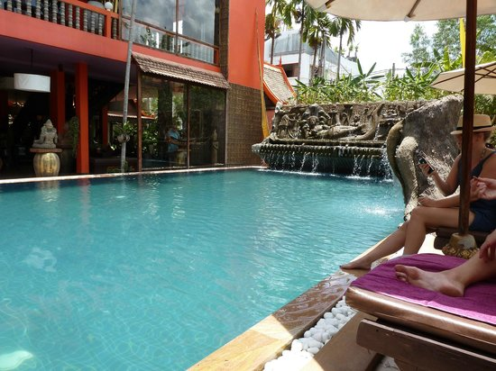 Golden Temple Hotel : The pool also has a Jacuzzi in the left corner - perfect for relaxing after a day at the temples