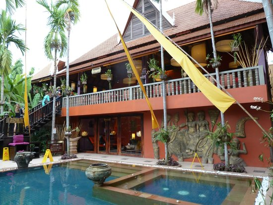 Golden Temple Hotel : This is the restaurant which looks onto the pool