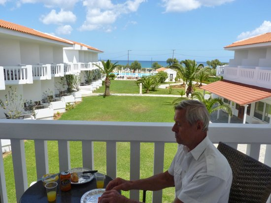 Chryssana Beach Hotel : The hotel grounds from our balcony